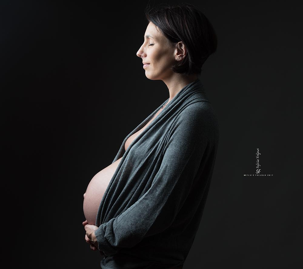 photographe de jolis portraits de future maman à toulon