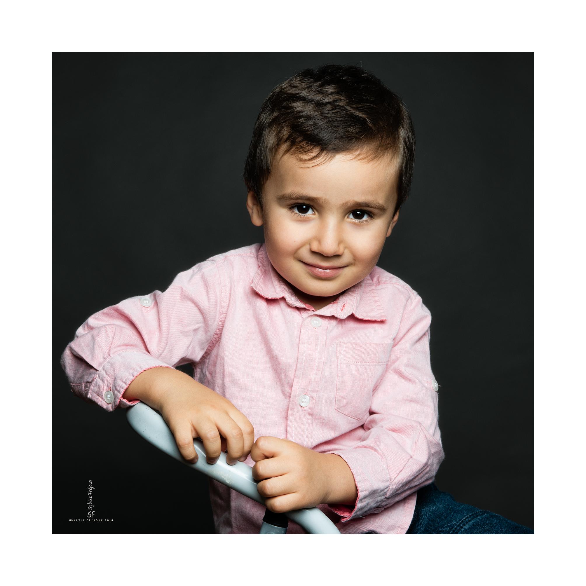 photographe de portrait de bebe et d'enfant e à toulon